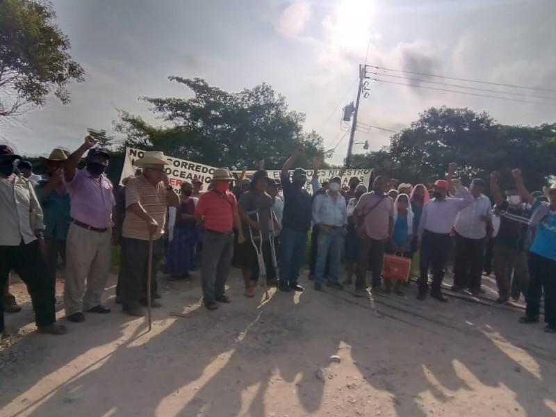 Mixes y zapotecas protestan en contra del Corredor Interoceánico