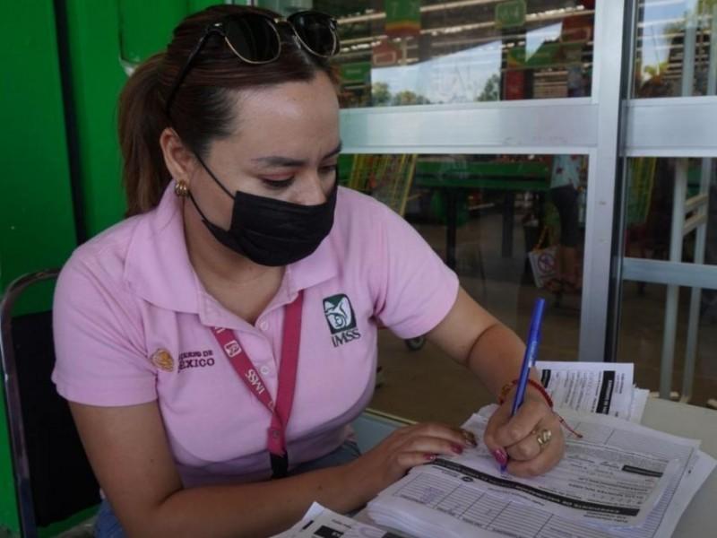 Módulos de vacunación se instalan en súper mercados