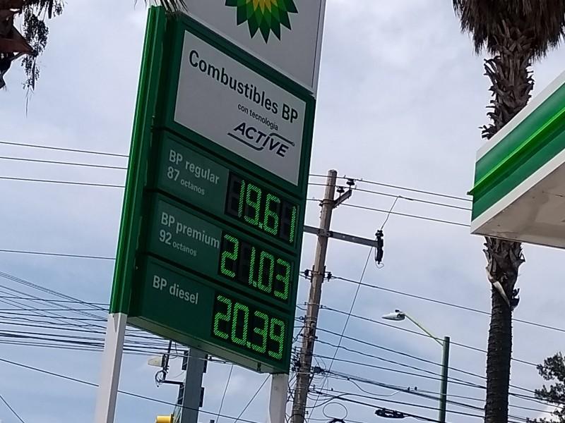 Molestos conductores por alza de gasolina