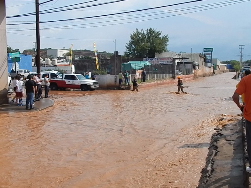 Montan operativo de rescate en arroyo de la avenida tecnológico