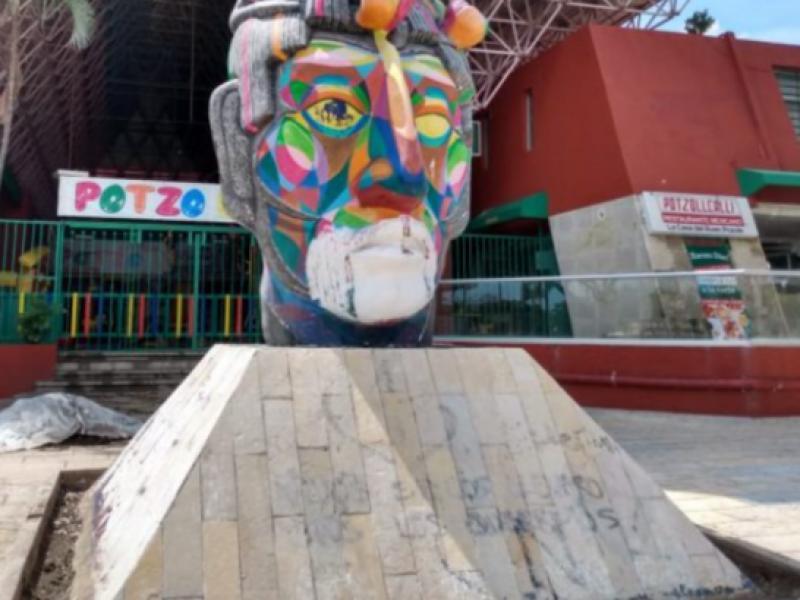Monumentos vandalizados, olvidados, robados y removidos