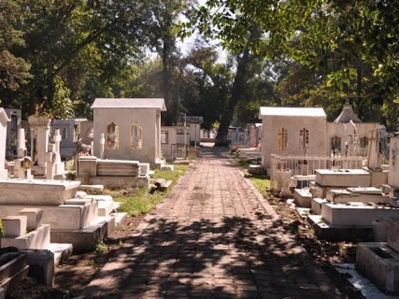 Morelia Cierra Panteones 9-11 mayo