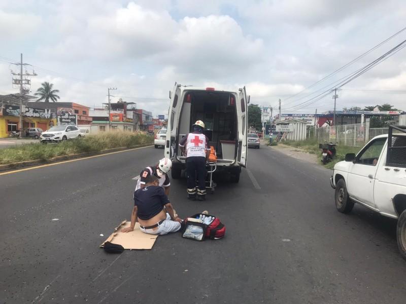 Motociclista se accidenta en la carretera libre Veracruz-Xalapa
