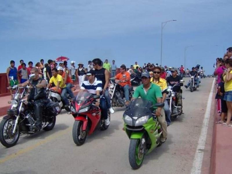 Motociclistas se protegen ante inseguridad en carreteras