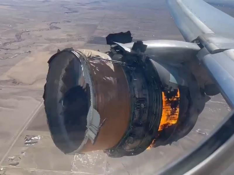 Motor de avión se destroza en pleno vuelo