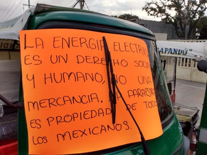 Mototaxistas protestan contra altas tarifas de la CFE en Juchitán