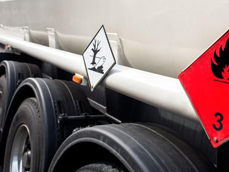 Transporte de carga peligrosa debe circular por las noches: Movilidad