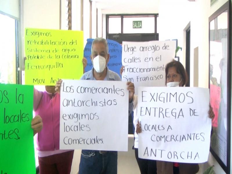 Movimiento Antorchistas estallan contra presidente municipal Billy Chapman