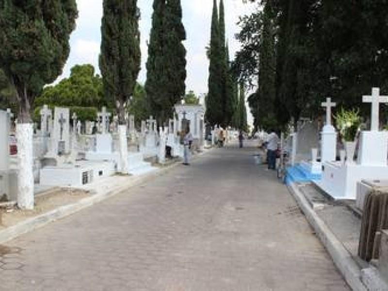 Muere bebé por bala perdida en Panteón Jardín