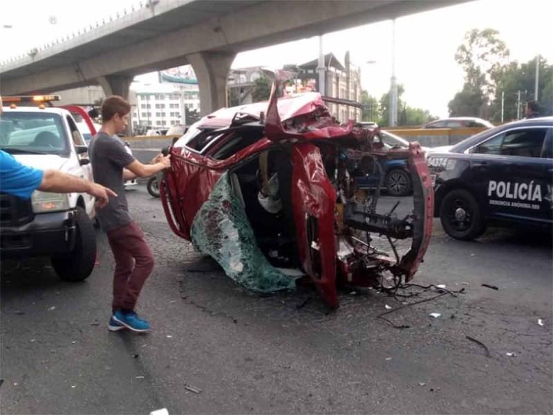 Muere conductor que cayó de puente en Periférico