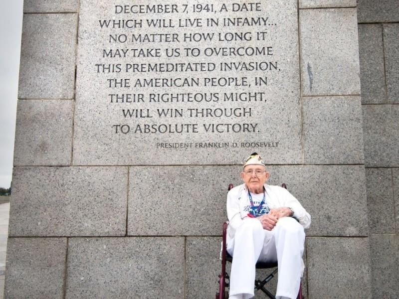 Muere de 103 años superviviente más longevo de Pearl Harbor