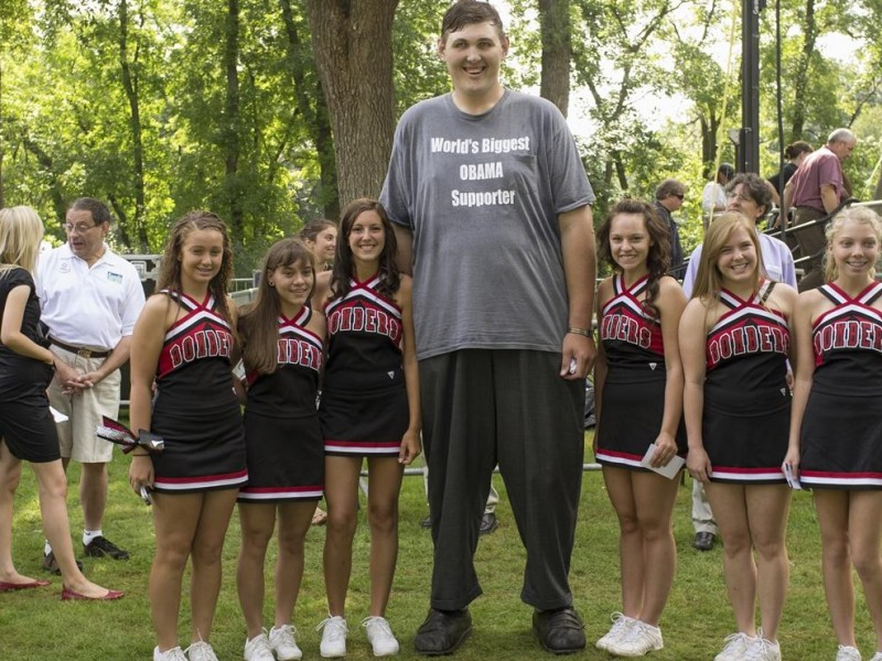 Muere el hombre más alto del mundo
