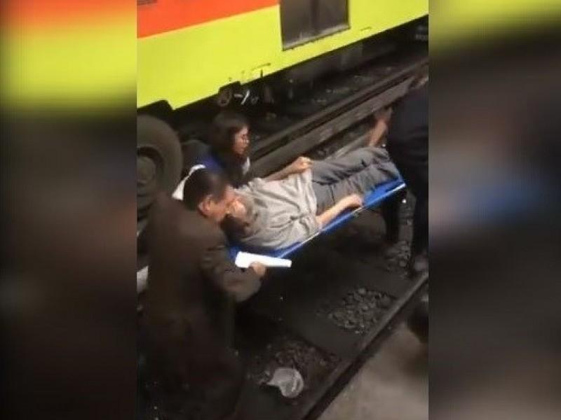 Muere hombre; cae a las vías del Metro
