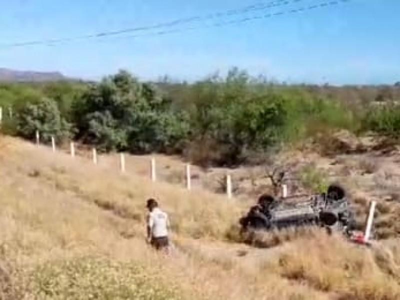 Muere joven mujer en volcadura en Guaymas