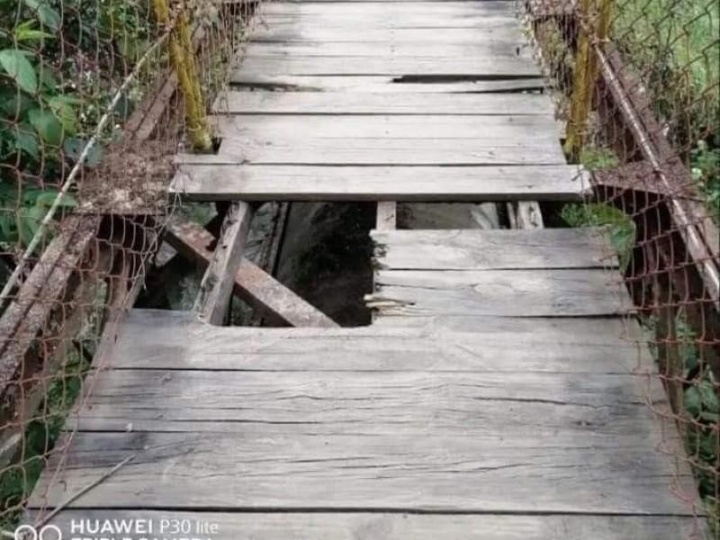 Muere mujer al caer de puente en Xico