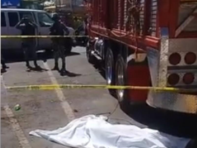 Muere aplastado por camión en Mercado Malibrán