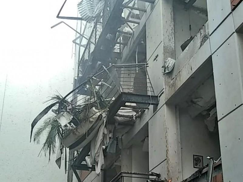 Deja un muerto explosión en departamentos de CDMX