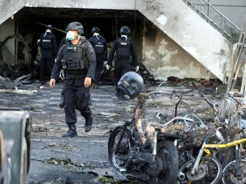 Mueren 11 en ataques a iglesias en Indonesia