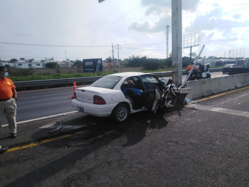 Mueren 2 en choque sobre autopista