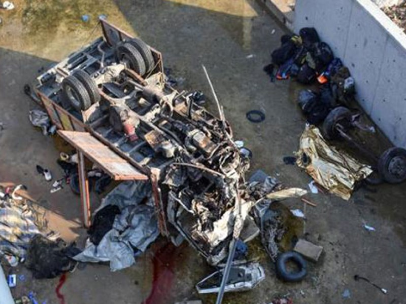 Mueren 22 migrantes al volcar camión en Turquía