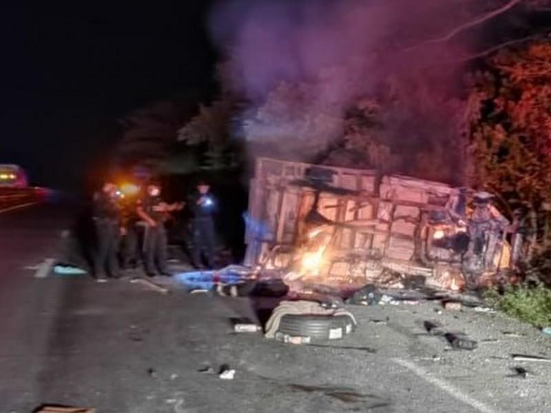 Mueren 3 migrantes por accidente vehicular en Veracruz