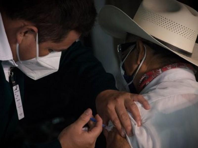 Mueren 6, pese a tener doble dosis de vacuna