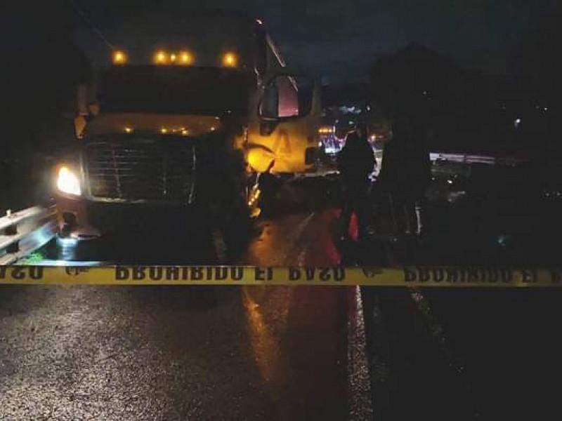 Mueren 7 en brutal accidente carretero en Querétaro