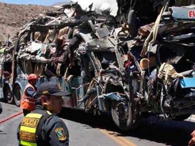 Mueren siete en accidente de autobús en Perú