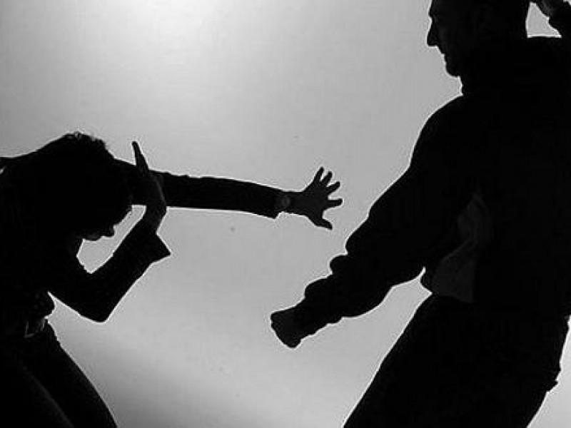 Mujer denuncia violencia intrafamiliar contra ella y su hija