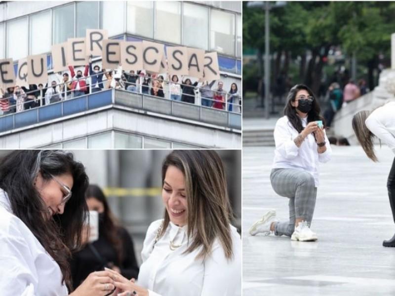Mujer pide matrimonio a su novia desde la Torre Latino
