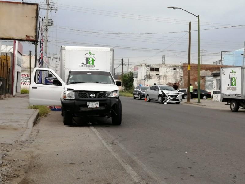 Mujer resultó lesionada en choque de vehículos