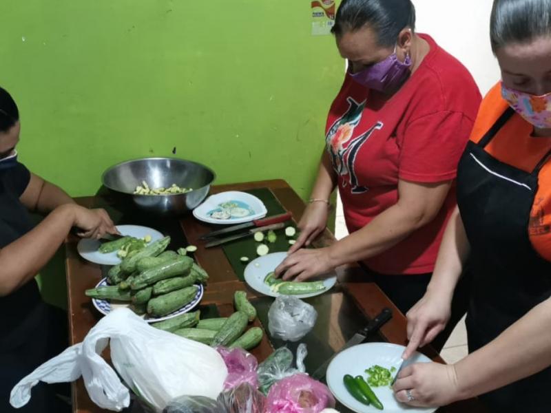 Mujeres crean comedor comunitario en La Piedad