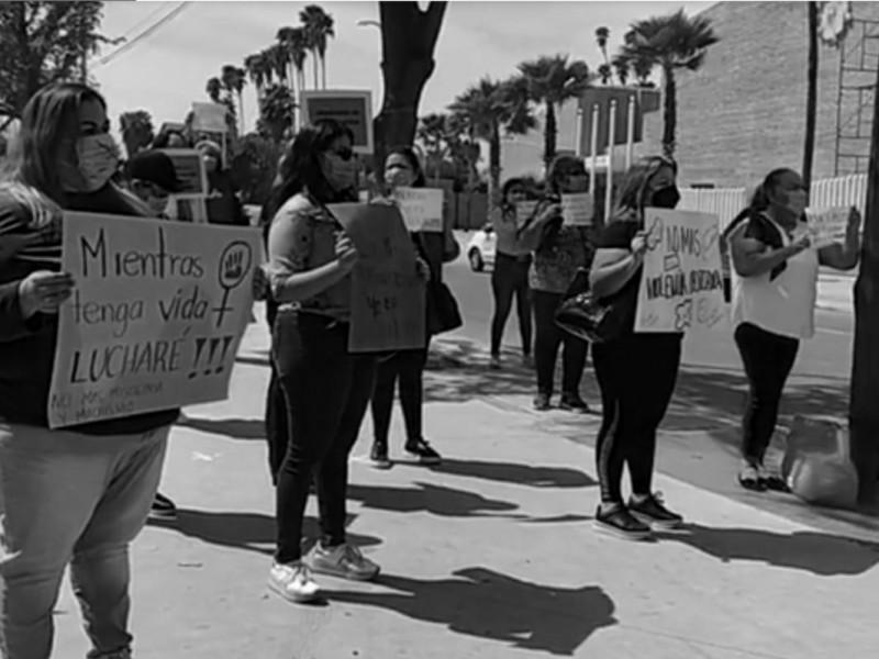 Mujeres de Ahome se manifiestan, exigen respeto y freno violencia
