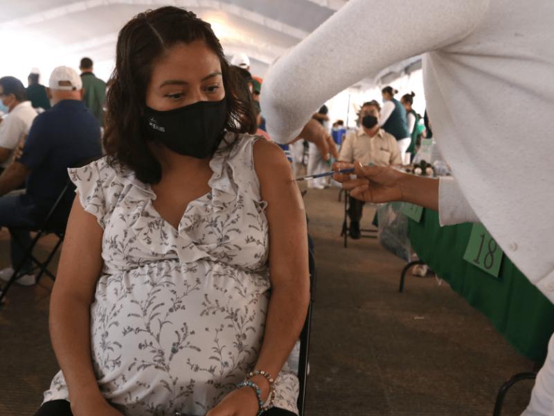 Mujeres embarazadas no requieren de prueba para aplicación de vacuna