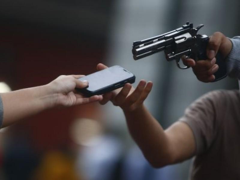 Mujeres víctimas de asaltos en estacionamientos de supermercados