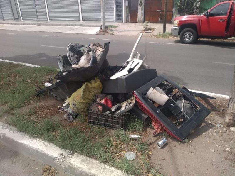Multarán a quien arroje basura en la calle