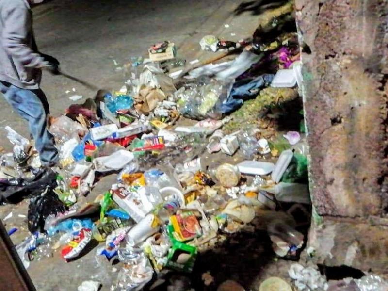 Multarán a Tangancicuarenses por tirar basura en la vía pública