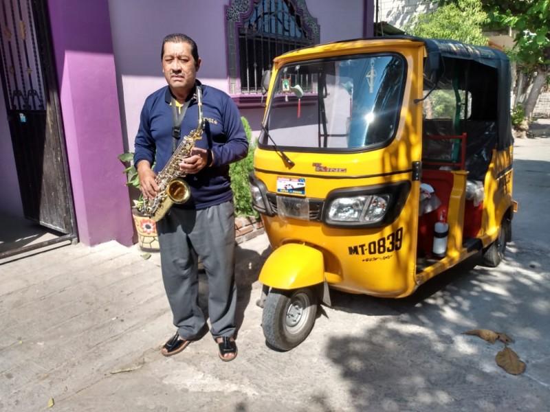 Músicos de Juchitán sobreviven con otros empleos