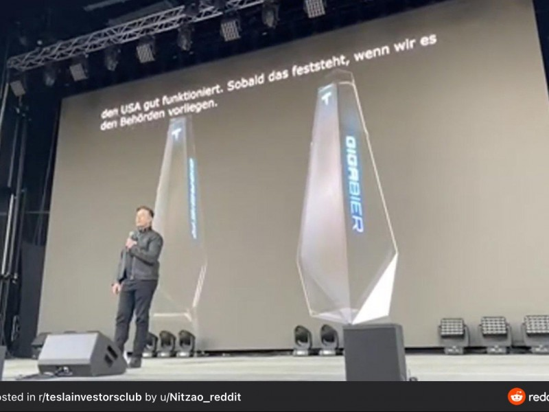 """Musk presenta """"GigaBier"""", nueva cerveza con envase inspirado en CyberTruck"""