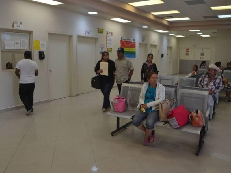 Nace bebé en baño del Hospital General