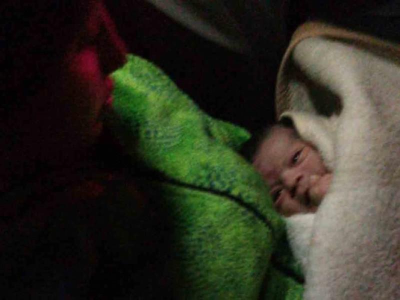Nace bebé en un taxi de Ecatepec