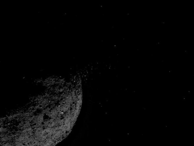 NASA capta un asteroide expulsando material al espacio