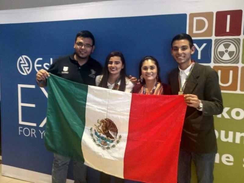 Nayaritas ganan medalla de oro en Expo científica