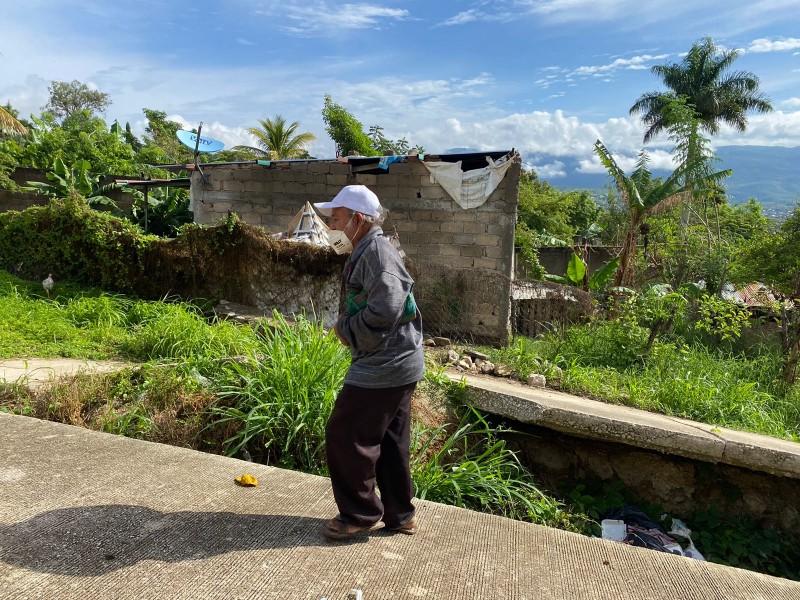 Necesidad y pobreza obliga a familias a vivir en riesgo