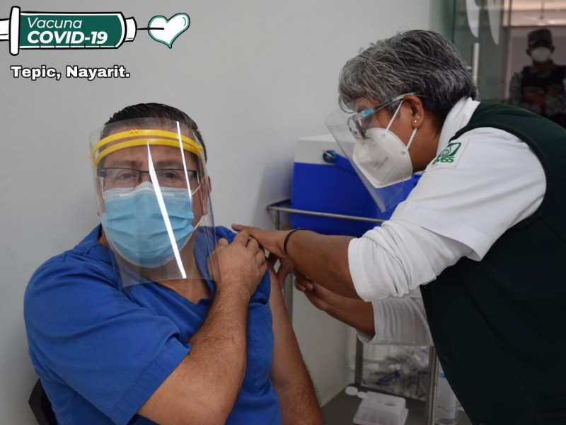 Negó Secretario de Salud, influyentísimo en aplicación de vacuna COVID