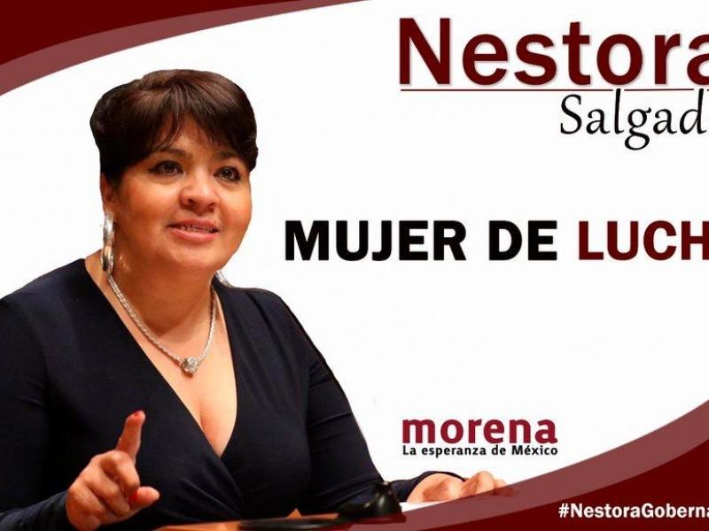Nestora Salgado levanta la mano en Guerrero