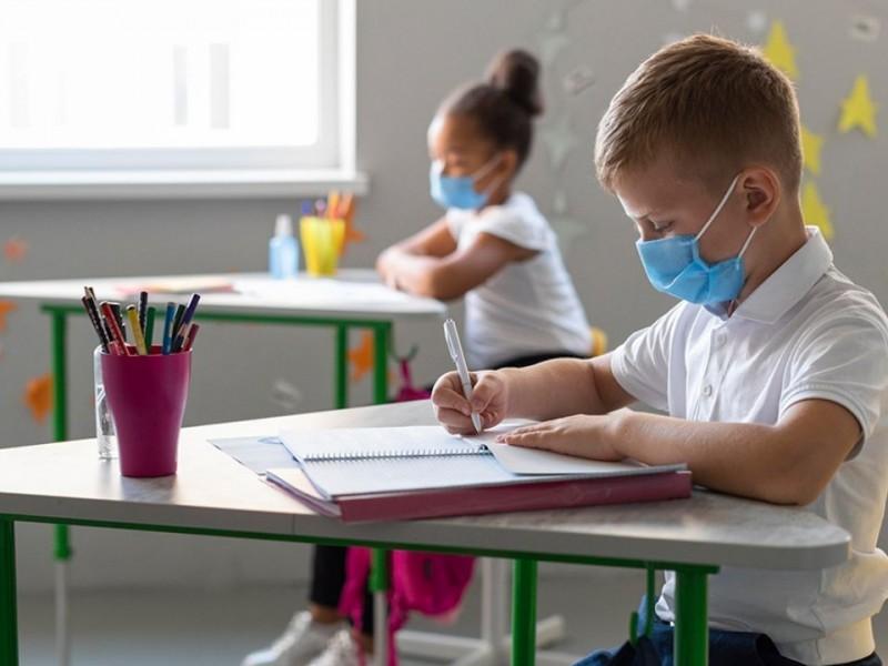 Neumóloga pediatra considera inviable regresar a clases presenciales por COVID-19