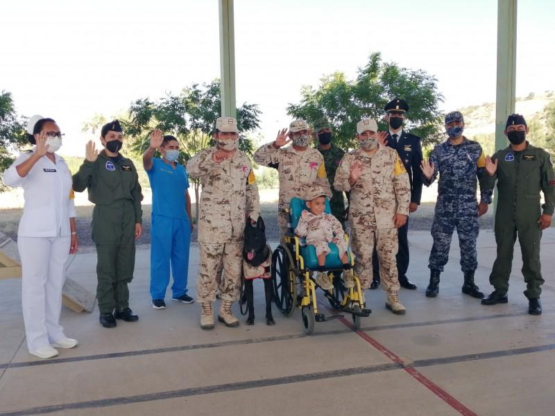 Niño cumple su sueño de convertirse en soldado