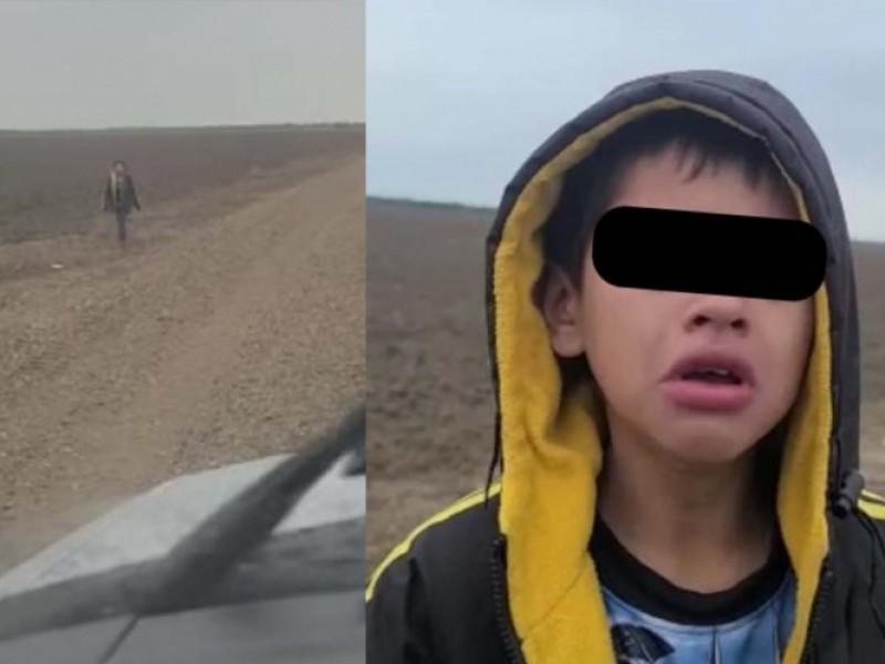 Niño migrante suplica ayuda a agente fronterizo