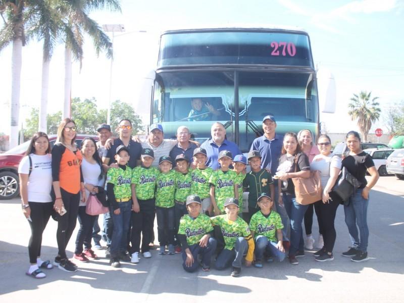 Niños beisbolistas van a Distrital y alcalde apoya